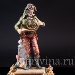 Фигурка музыканта из фарфора Валторнист, Richard Eckert & Co, Германия, кон. 19 в.